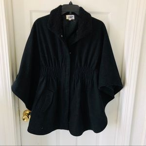 JOLT Black cape Sherpa collar size small